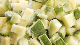 Separation of pieces of zucchini by separator crumbler EGRETIER for food industry and collective restoration