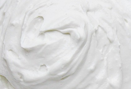 Thick cream stored in tank and transferred by the EGRETIER volumetric pump ou diverter valve for food industry